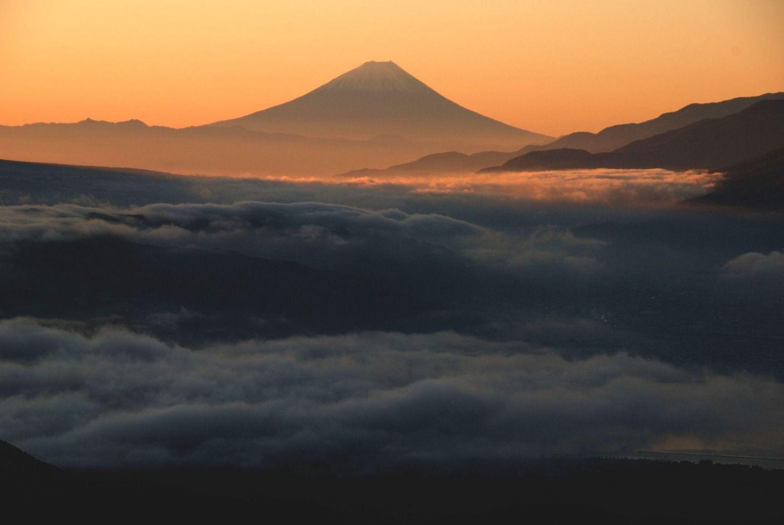 Takabocchi Kogen (Nagano Prefecture) Mt. Fuji over Lake Suwa