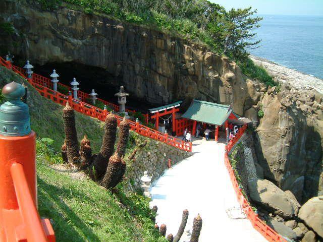 A colourful, vermillion-lacquered shrine amongst the caves! - Udo-jingu